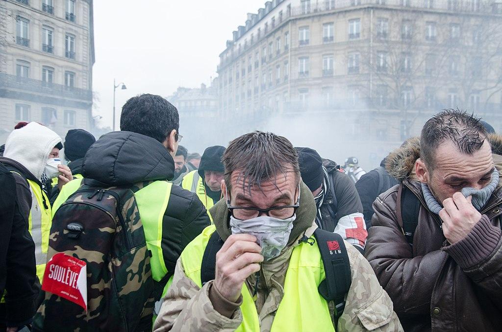 پیش بینی رشد اقتصادی فرانسه در سال ۲۰۲۱ 1024px Yellow Vests   Act 14